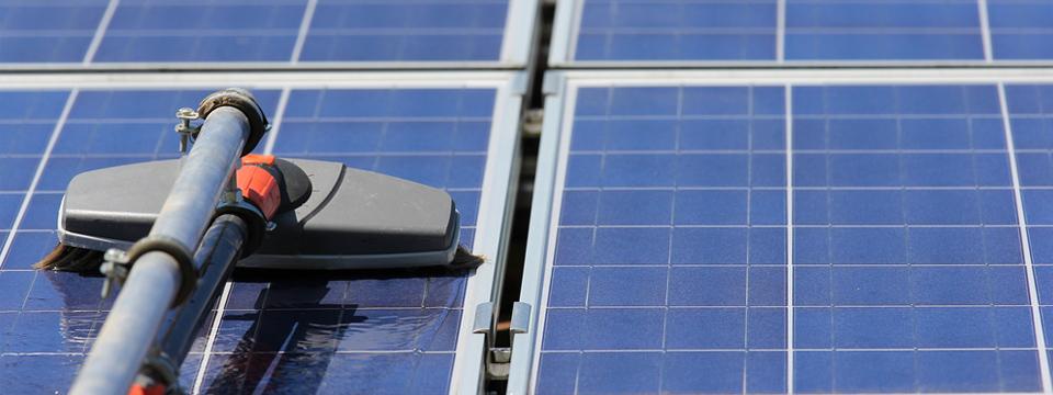 Bilder von der Reinigung einer Solaranlage